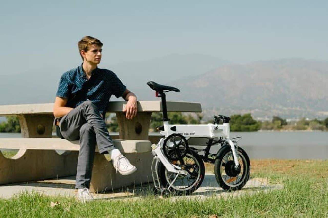 キャリーバッグみたいに転がせる電動アシスト自転車「G-bike」