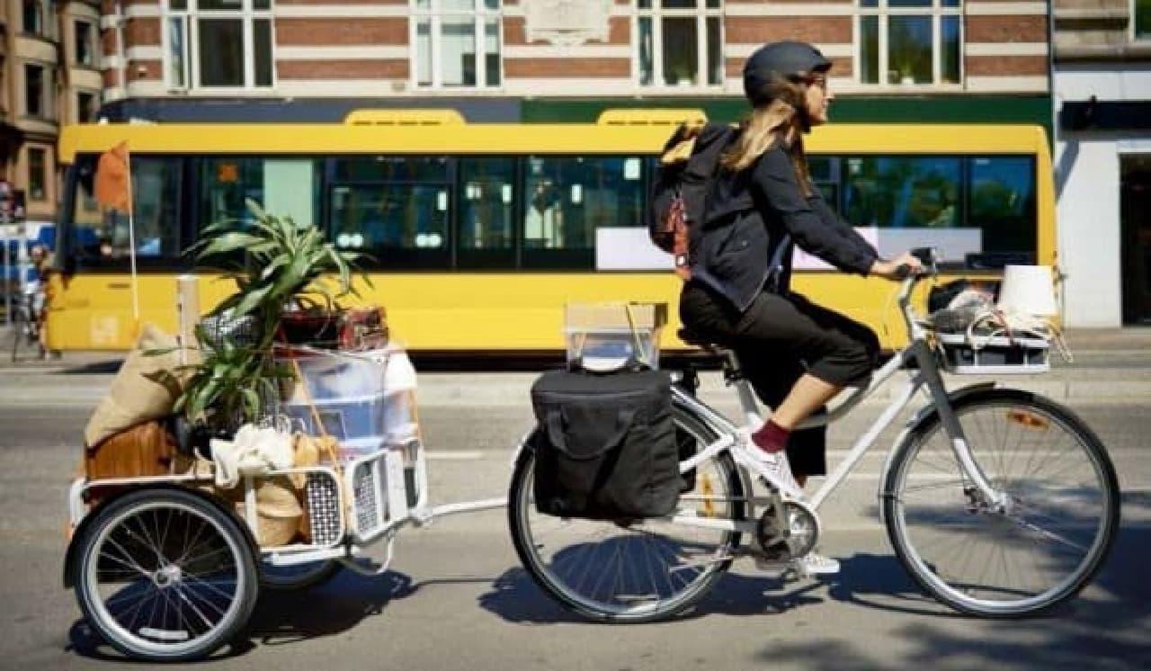 IKEAのトレーラーを簡単に取り付けられる自転車「SLADDA」