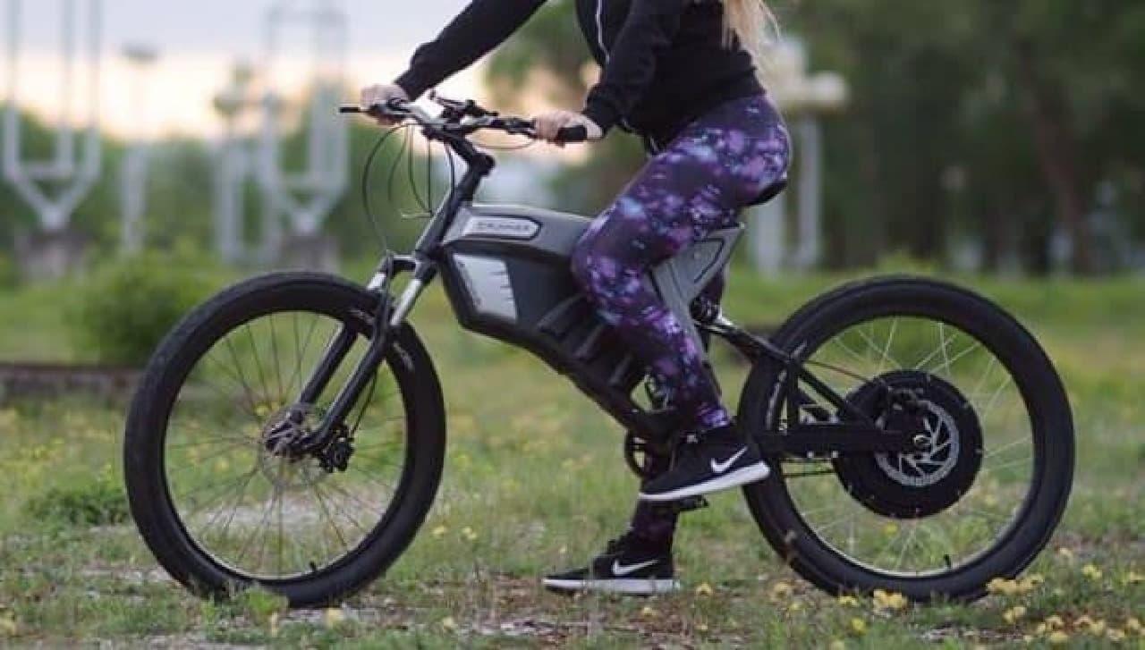 1回の充電で350キロ走れる電動バイク「Grunner X」-