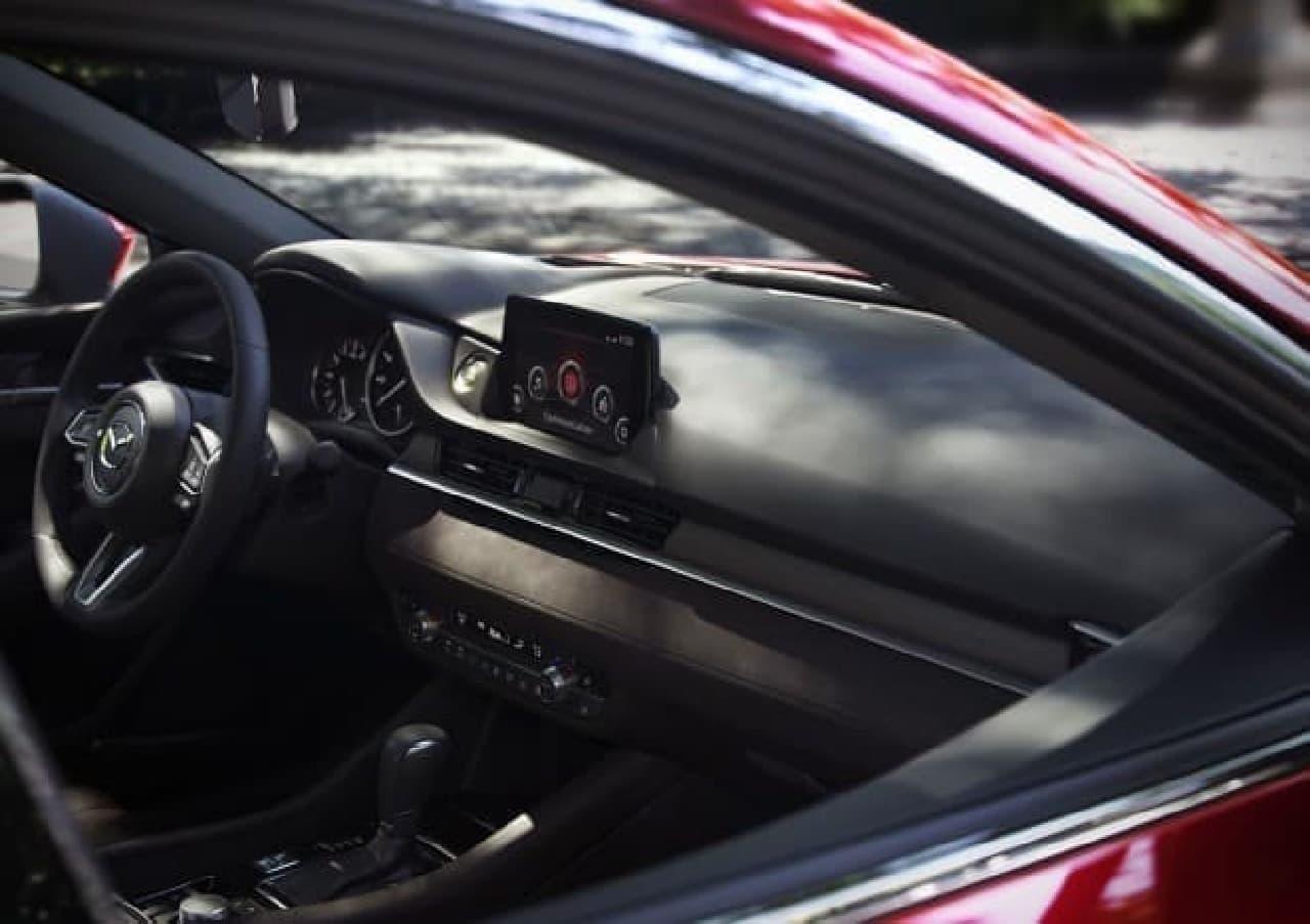 マツダ、「Mazda6」のセダンモデル