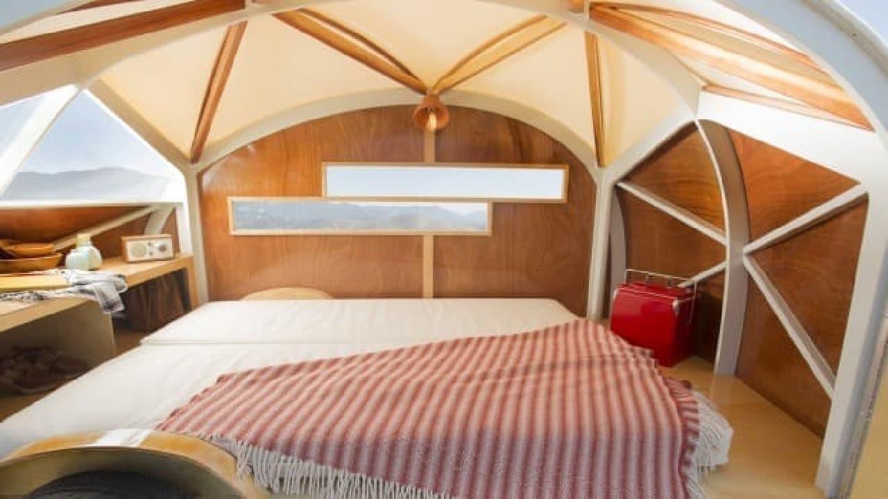 木製キャンピングトレーラー「Hutte Hut Camper」