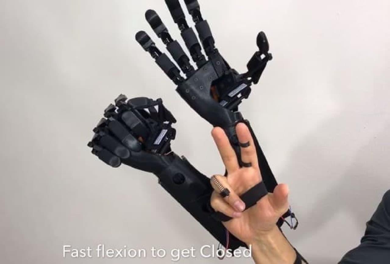 手を2つにする「DOUBLE HAND」