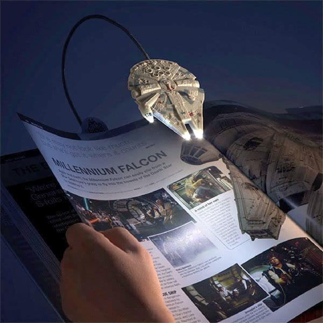 ミレニアム・ファルコン型のブックライト「Millennium Falcon Book Light」