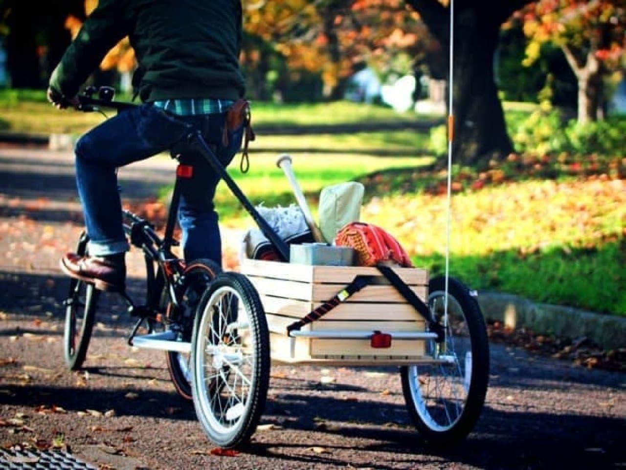 「ウッディサイクルトレーラー」なら、クリスマスツリーも運べる