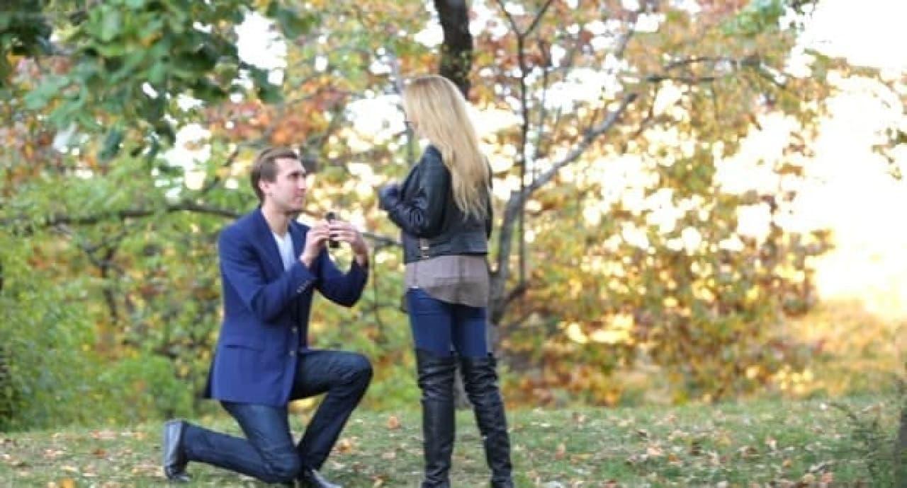 SNS時代のプロポーズ!-婚約指輪リングケース付きiPhoneケース「RokShok」