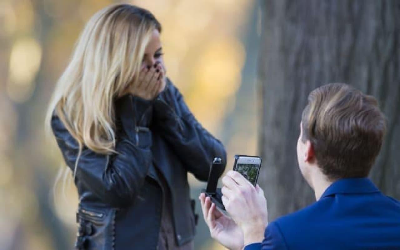 婚約指輪リングケース付きiPhoneケース「RokShok」