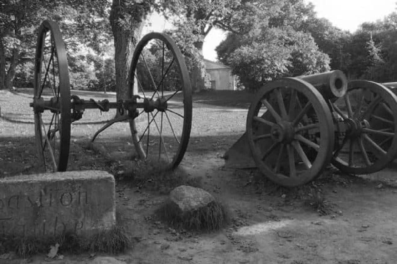 大砲と基地のイメージ