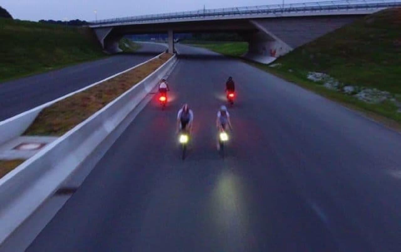 ブレーキに組み込まれた自転車用ライト「Magnic Microlights」