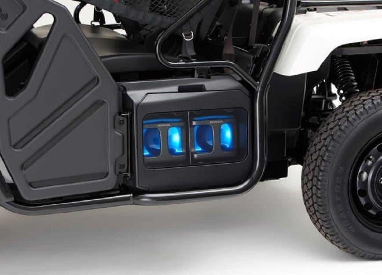 二人乗りの小型電動モビリティー「Honda Mobile Power Pack 4W-Vehicle Concept」