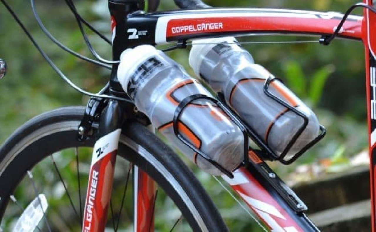ボトルケージを2つ取り付けられる「ダブルケージマウント」発売