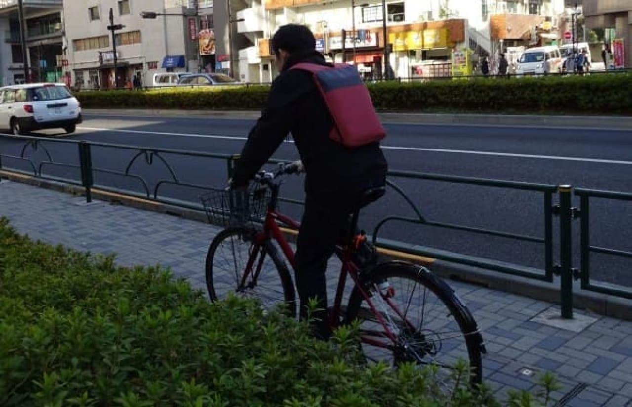 自転車通勤用バックパック「Under-the-Jack Pack」