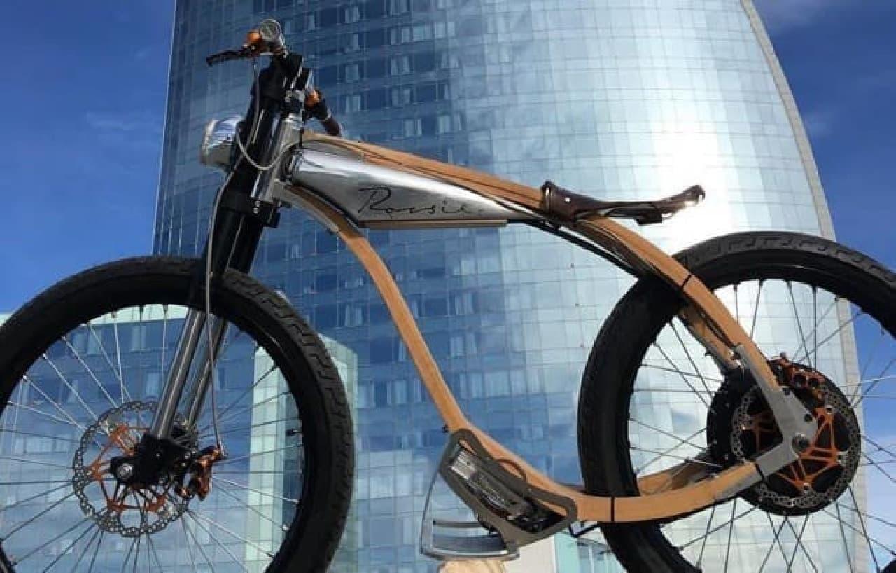 木製フレームの電動バイク「ROCSIE」