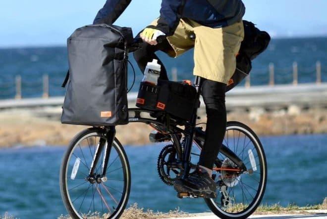 タイヤ上の空きスペースを活用した「超大容量サドルバッグ」&「大容量フロントバッグ」
