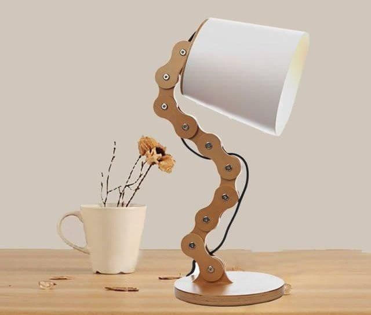 自転車好きのためのテーブルランプ「Wood Chain Table Lamp」