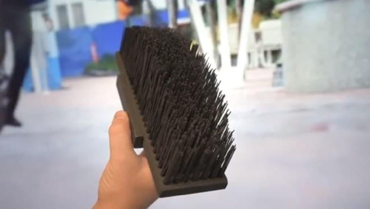 補助輪みたいなブラシ「Solowheel Brush」