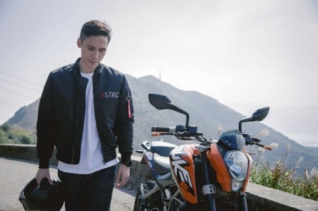 バイクカバーを内蔵したバイクジャケット「Astric」