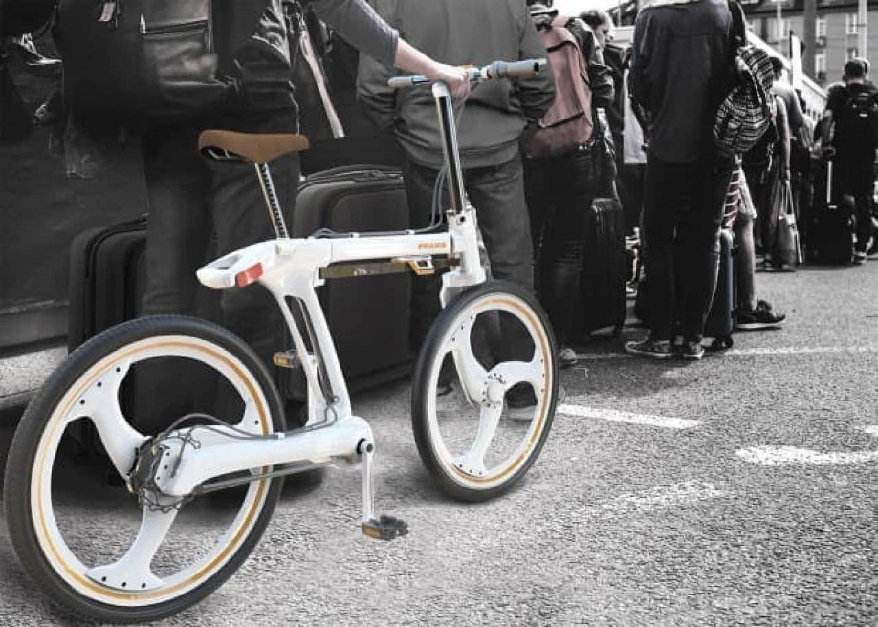 通勤者向けにデザインされた折り畳み自転車「Praxis」