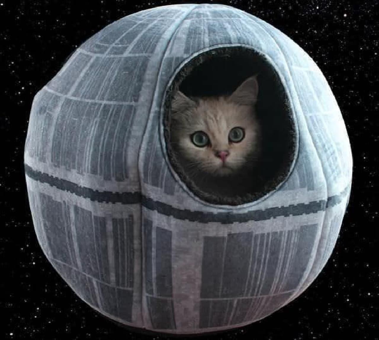 「デス・スター」を模したキャットハウス「Star Wars Death Star Pet Cave」