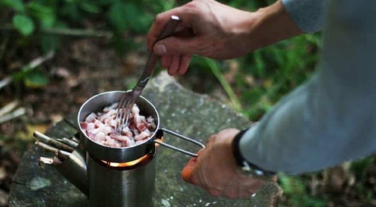 男心をくすぐるキャンプ用ストーブ&クッキングセット「Kombuis」