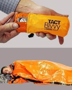 手のひらサイズの非常用寝袋Survival Frog「Tact Bivvy」