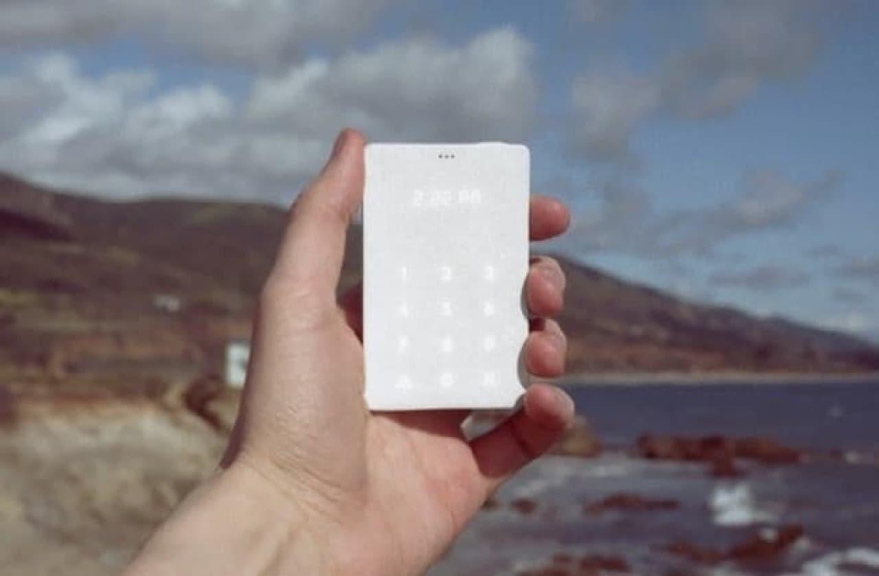 財布に入る携帯電話「Light Phone」
