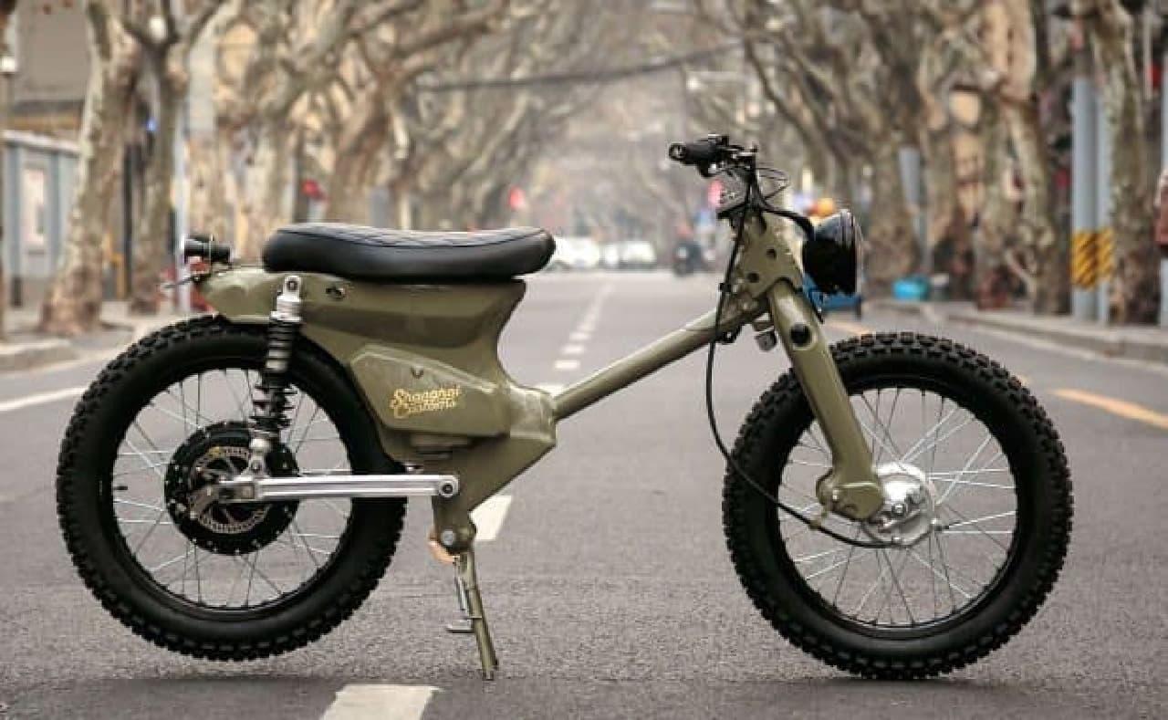カブベースのカスタム電動バイク「eCub2」、Shanghai Customsから