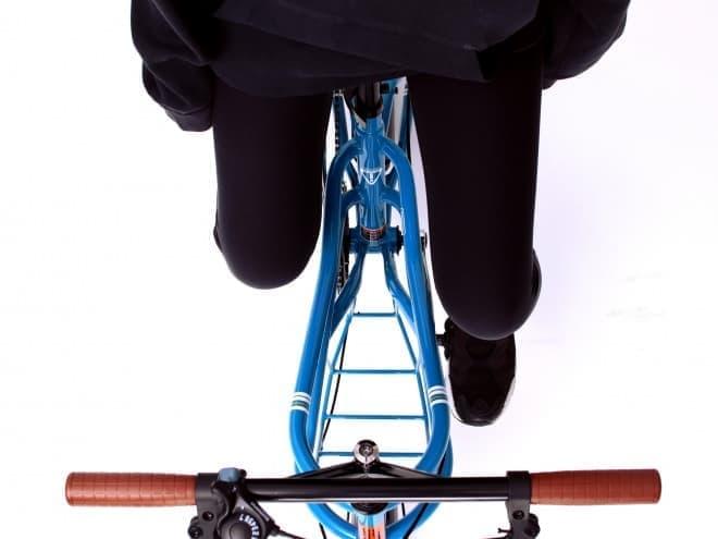股下に荷物を積むミニベロ「ROADYACHT」にニューモデル「330-N」