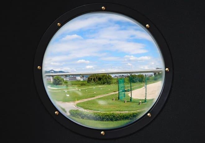 ドーム型の窓が付いたペットキャリーの新型「スペースポッド2」