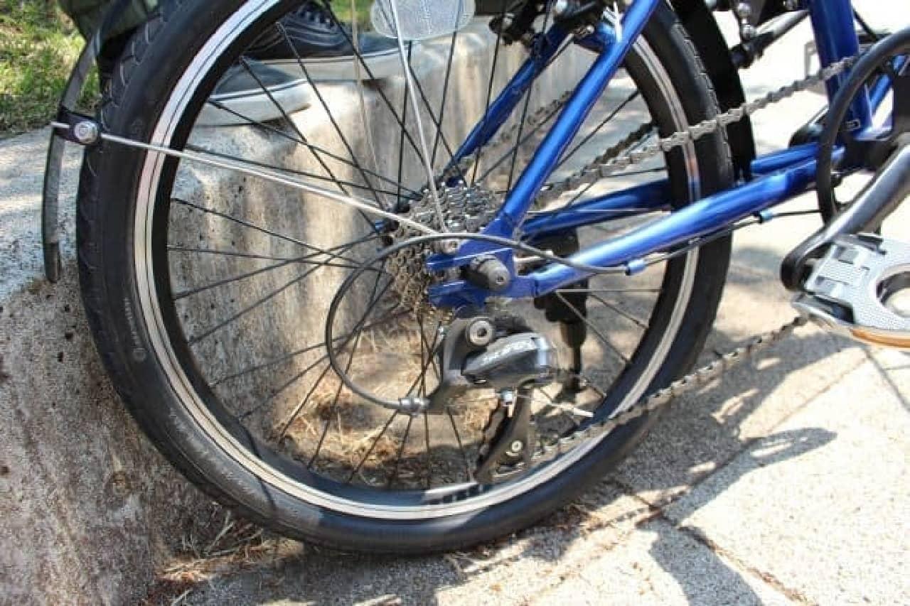 「SUBARUオリジナルデザインAWD自転車」のヘキサゴングリル