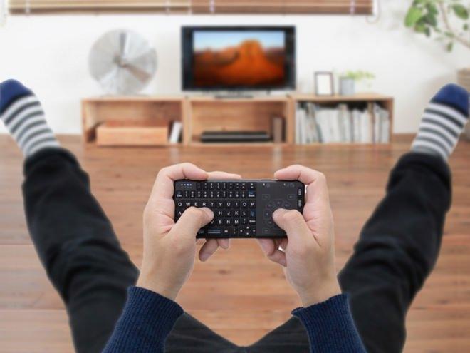テレビPCの操作にぴったり! ミニワイヤレスキーボード、上海問屋から