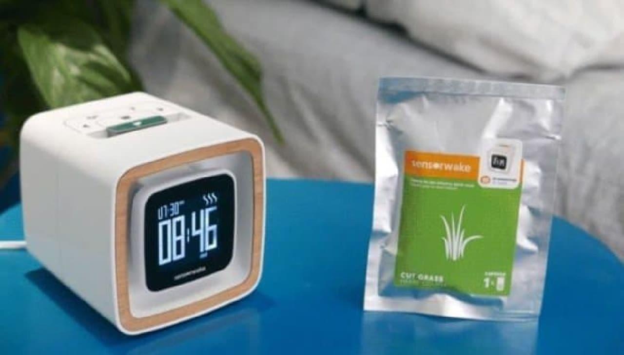 音だけでなく、香りと光で起こす目覚まし時計「Sensorwake Trio」