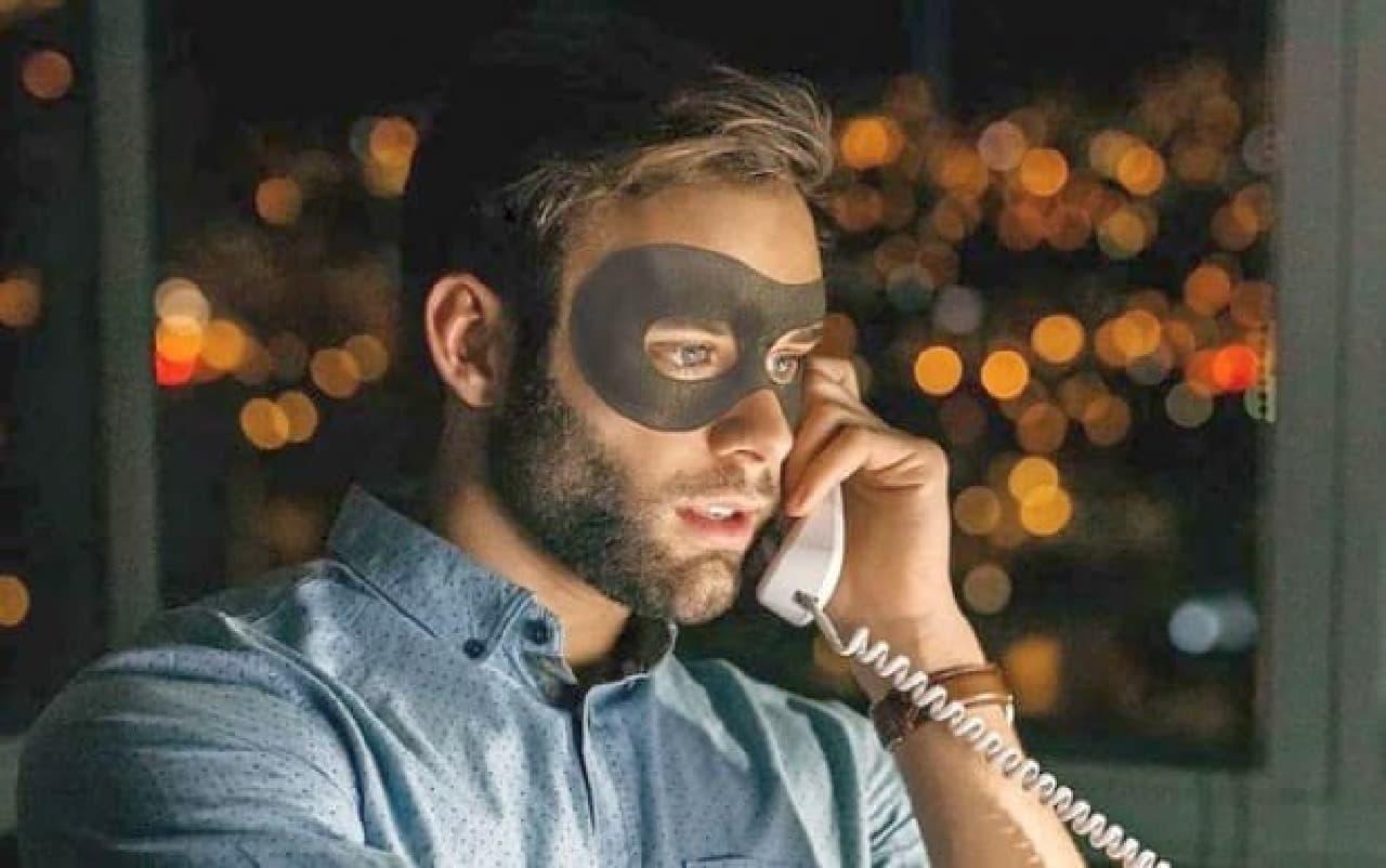 顔に貼るエナジードリンク「Awakening Mask」
