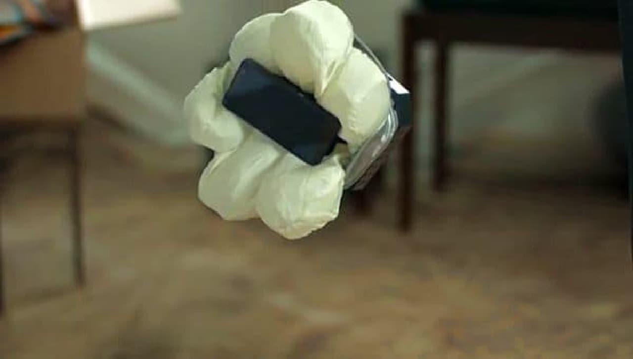 ホンダによるエアバッグ付きスマートフォンケース「Smartphone Case N」