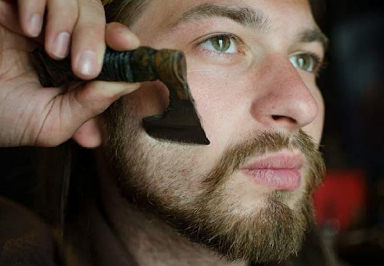 戦士の斧型髭剃り「Warrior axe in Viking Celtic Nordic style」