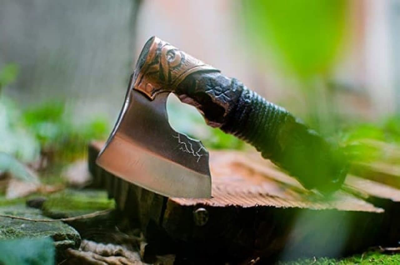 戦士の斧型髭剃りWarrior axe in Viking Celtic Nordic style
