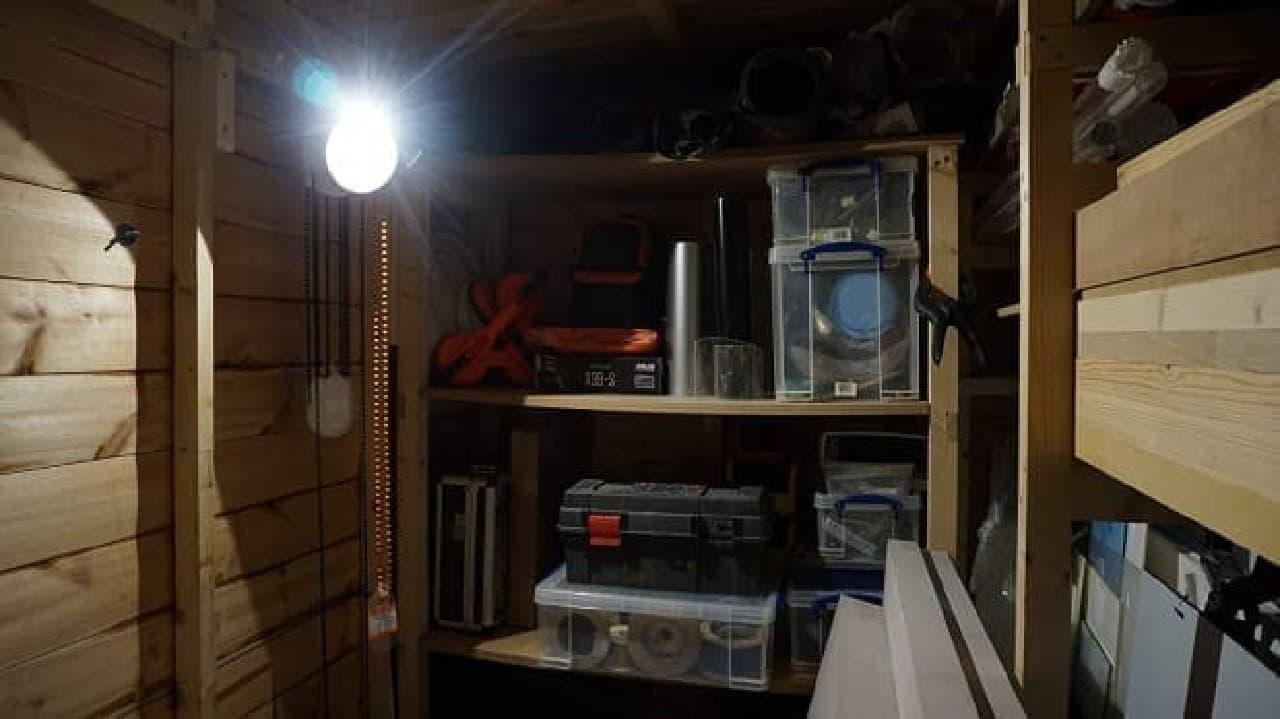 重力で光るLEDライト「GL02」は、防災用品にも