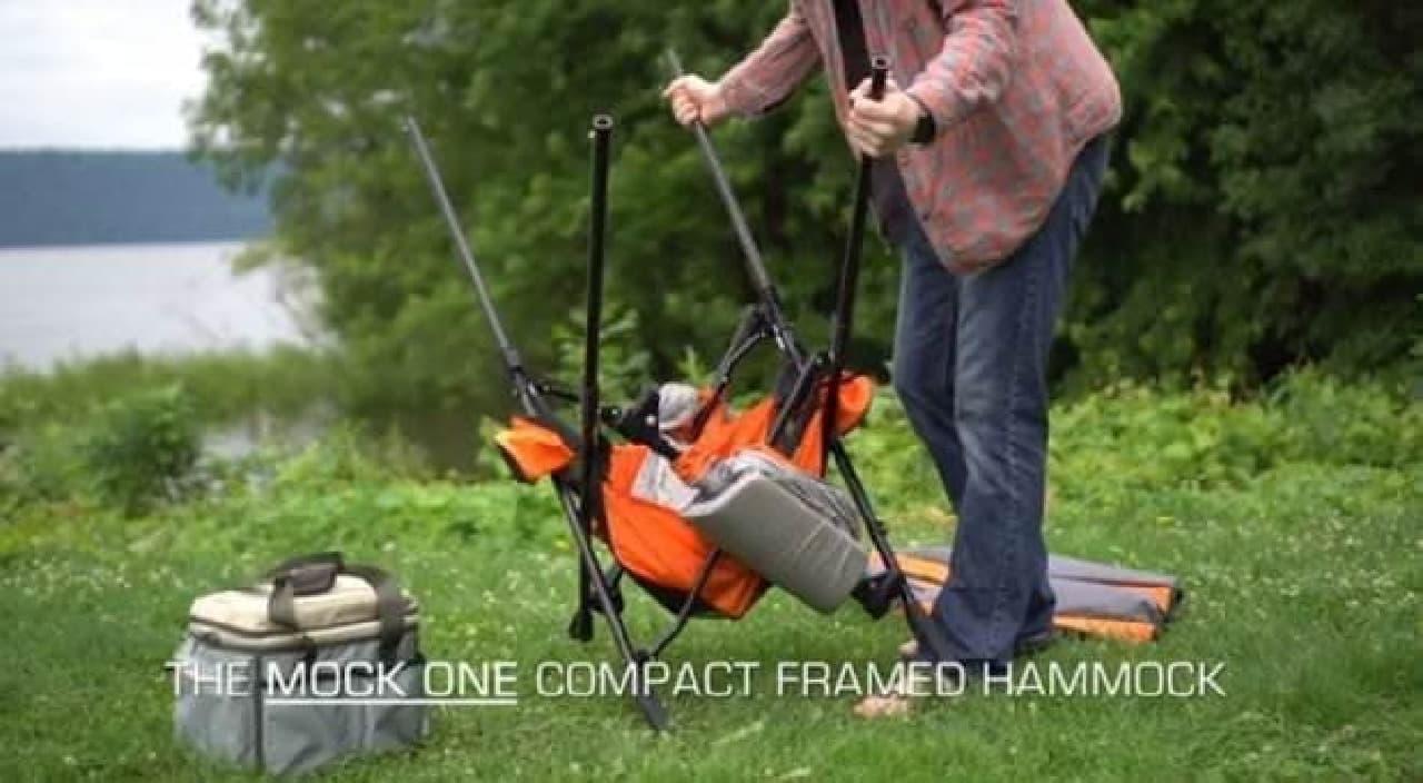 木が無くても設置できる折り畳み式ハンモック「Mock ONE」