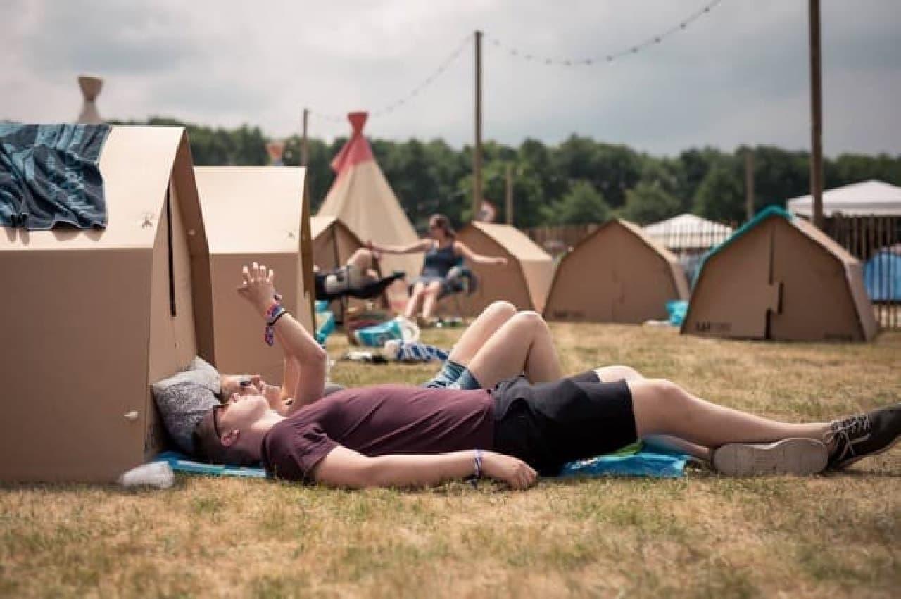 ダンボールでできたテント「KARTENT」-夏フェス向けに開発されました