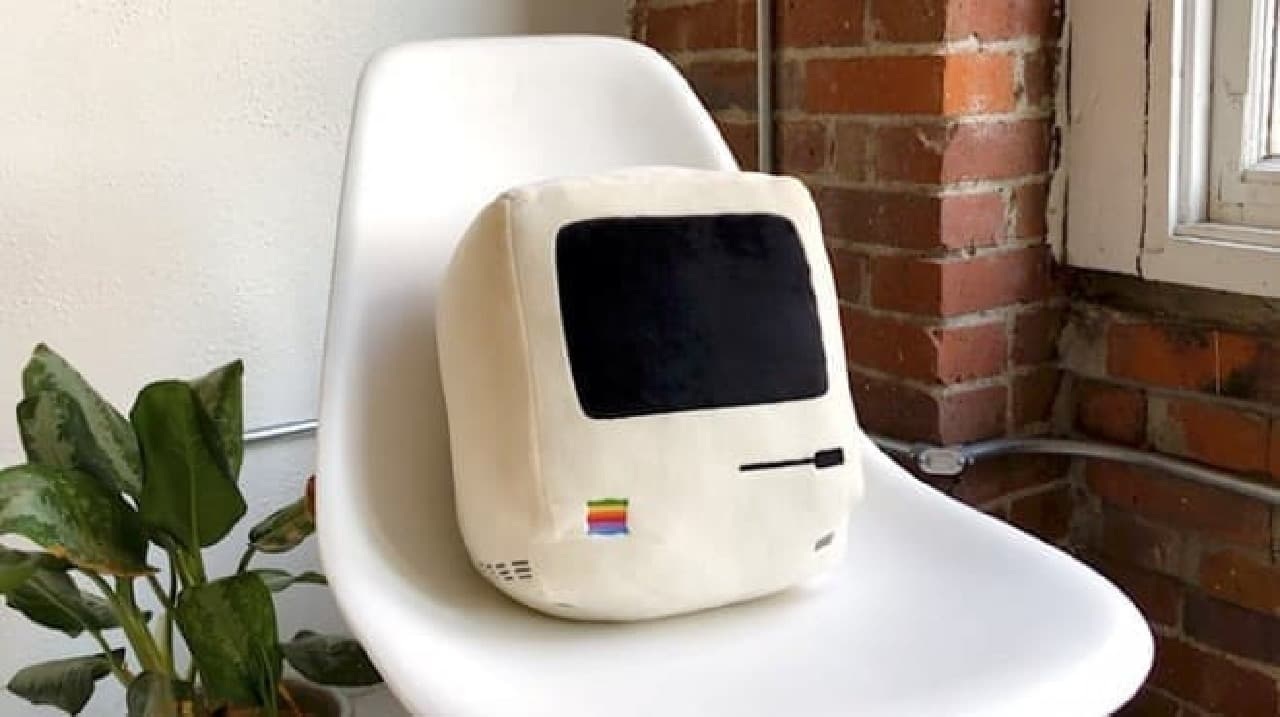 Apple製品の歴史をたどるクッション「Iconic Pillow Collection」