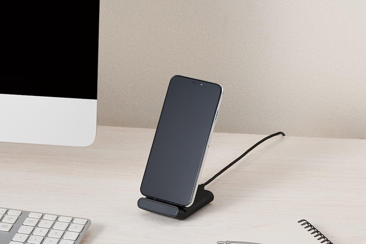 スマホを縦置き、横置きどちらもできるワイヤレス充電器「W-QS05」