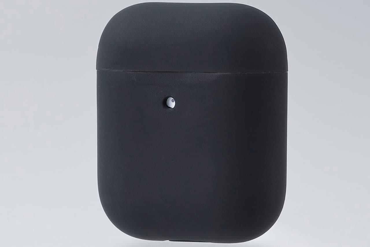 「AirPods」の充電ケースを傷や汚れから守るカバーケース