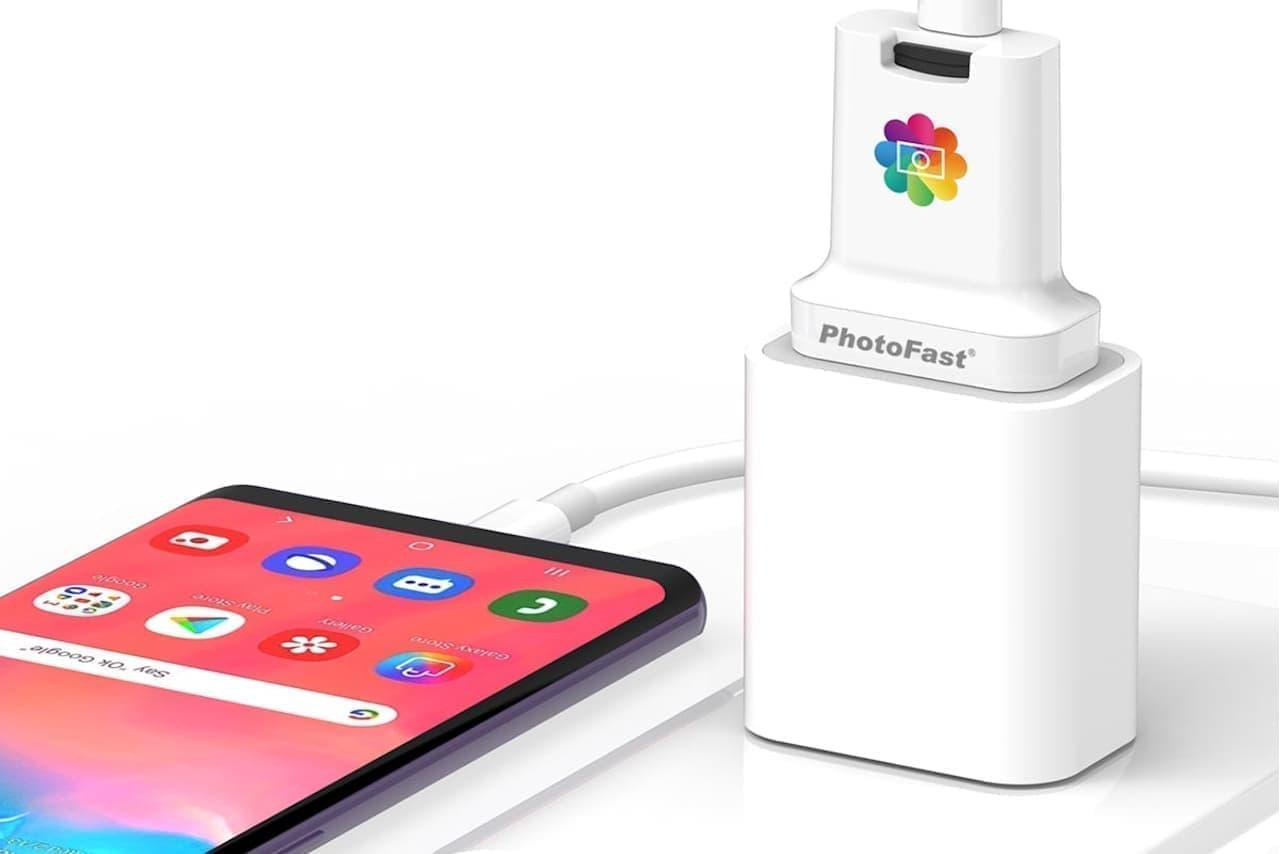 スマートフォンを充電するのと同時にデータのバックアップを作成する「PhotoFast PhotoCube C」