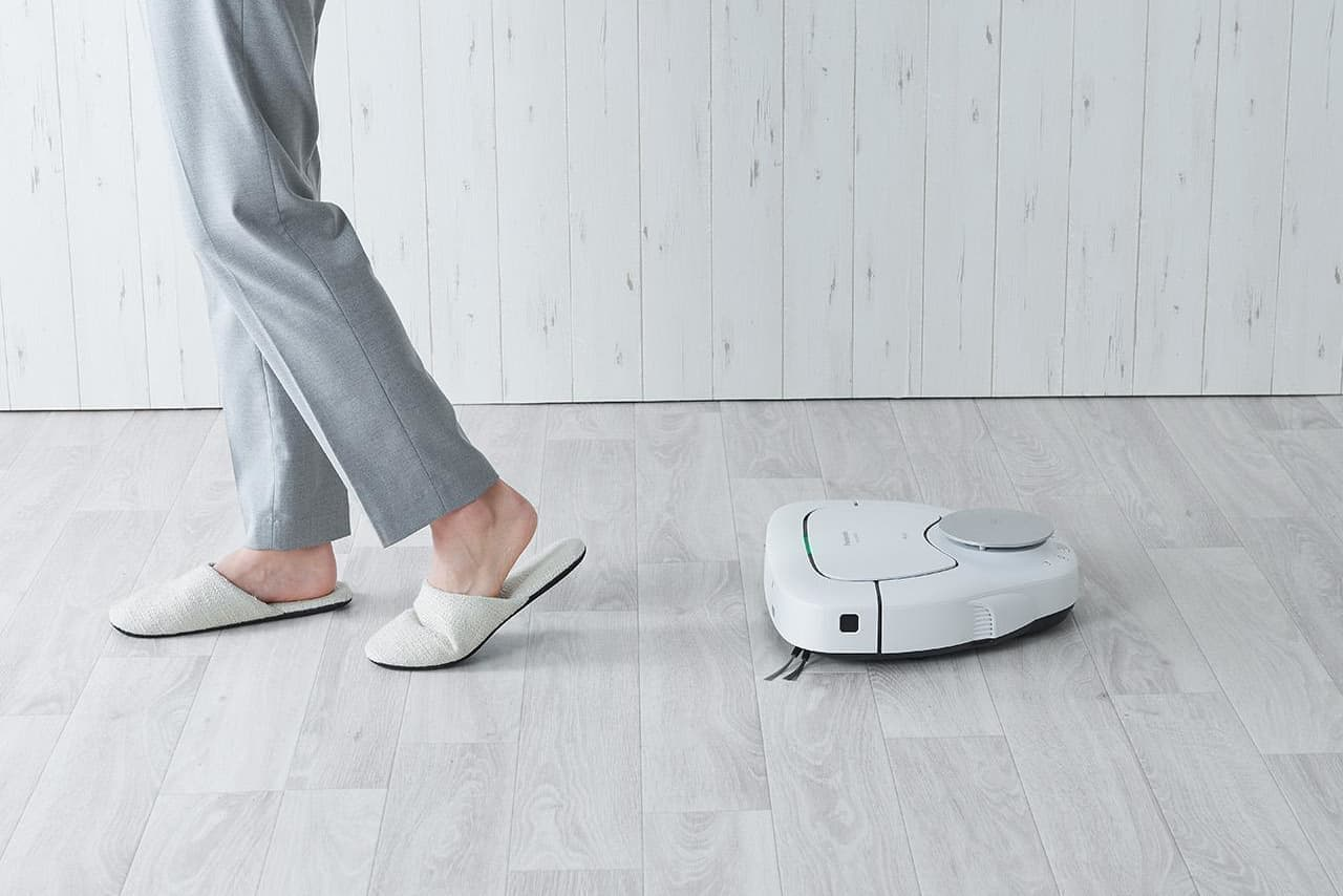 パナソニック、レーザーで部屋の間取りを調べ賢く掃除するロボット「RULO MC-RSF1000」