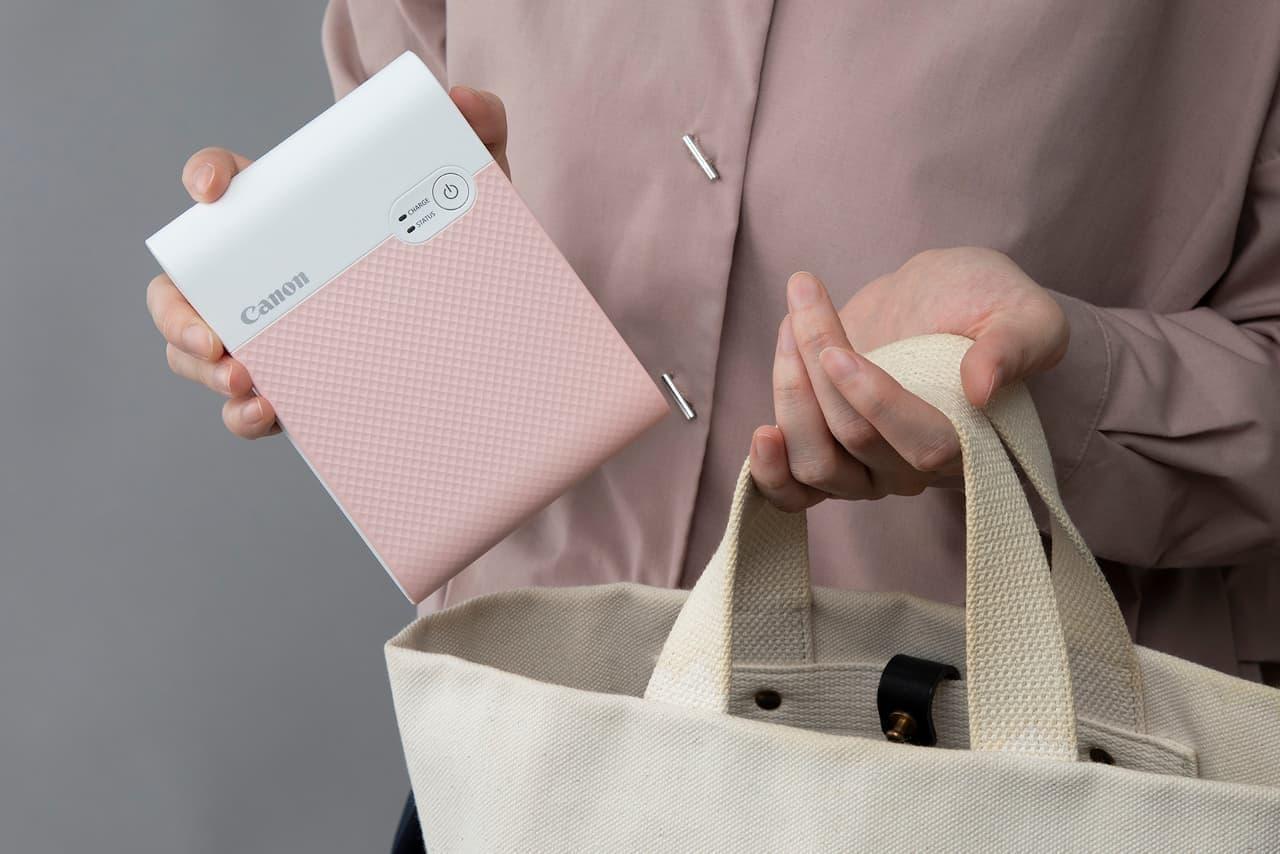 キヤノン、スマホ写真をスクエア印刷する携帯プリンター「SELPHY SQUARE QX10」