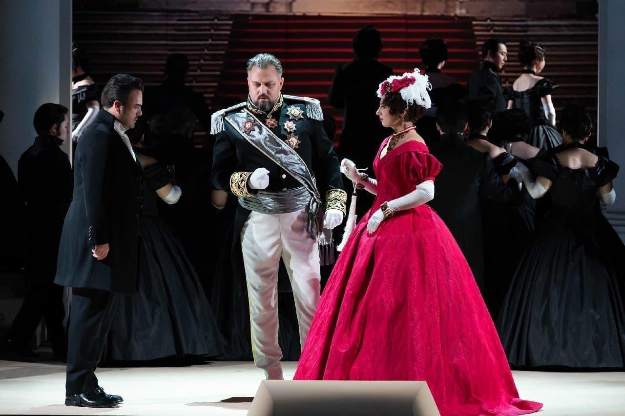 新国立劇場はチャイコフスキーのオペラ「エウゲニ・オネーギン(エフゲニー・オネーギン)」
