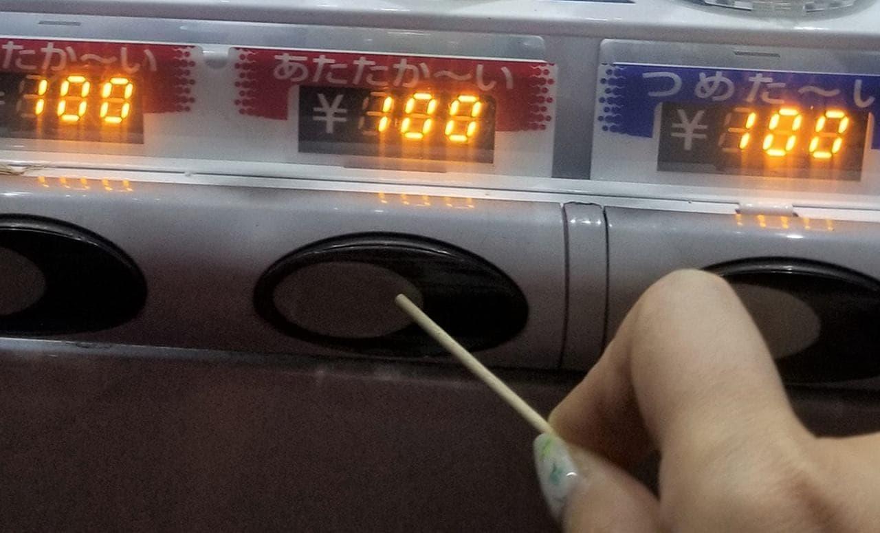 手を触れずにボタンを押せる「つまようじ屋の非接触棒」 ― 創業60年のつまようじ屋が本気で製造