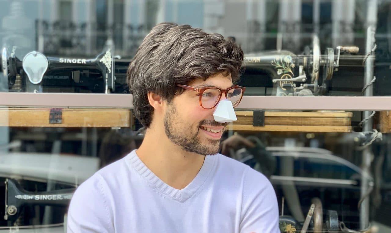 鼻だけマスク「Nosy」 ― 装着したままでビールも飲めるしメイクも直せる