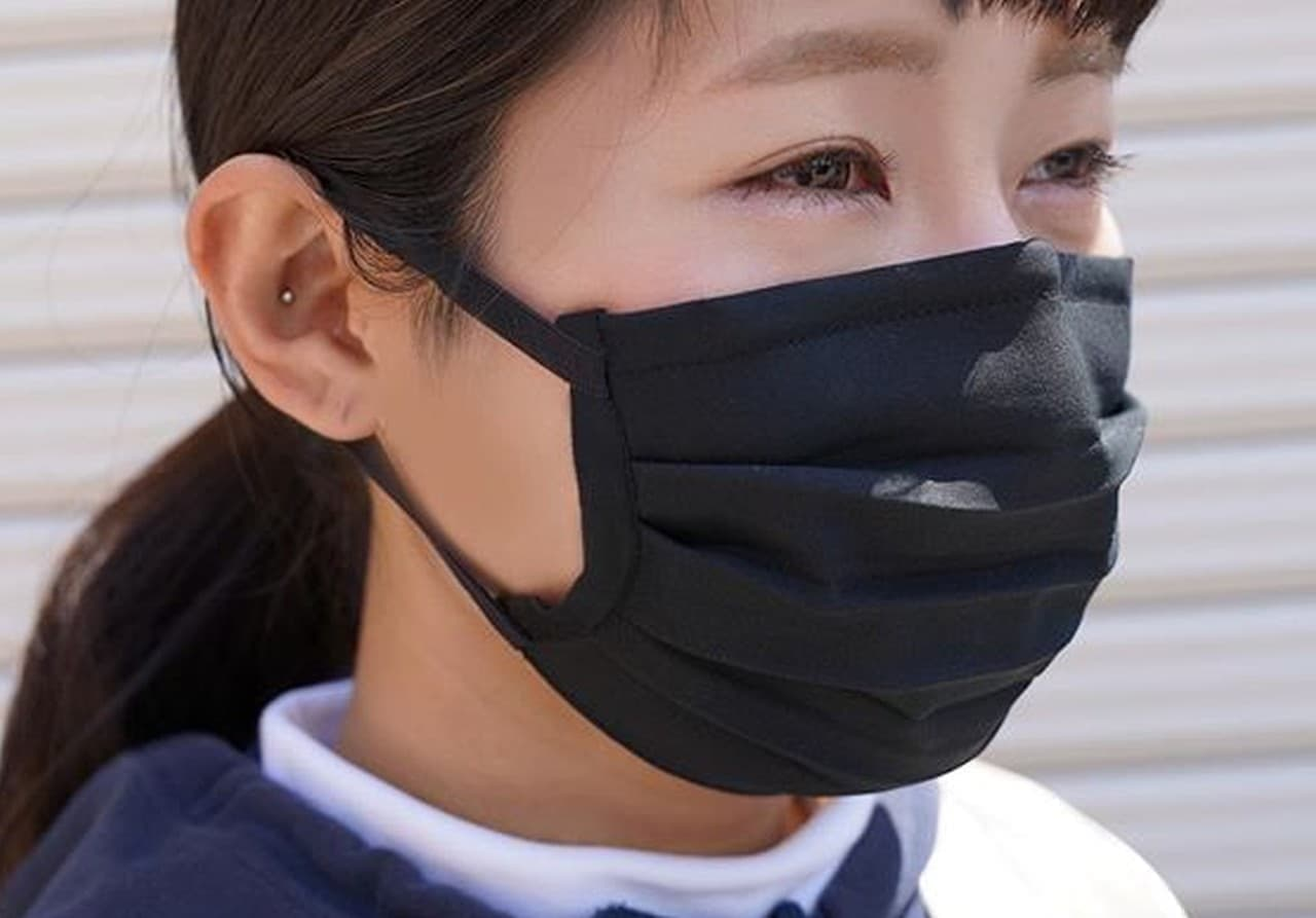 汗をかいても快適なマスク ― スポーツメーカーが作った「高機能フェイスマスク」