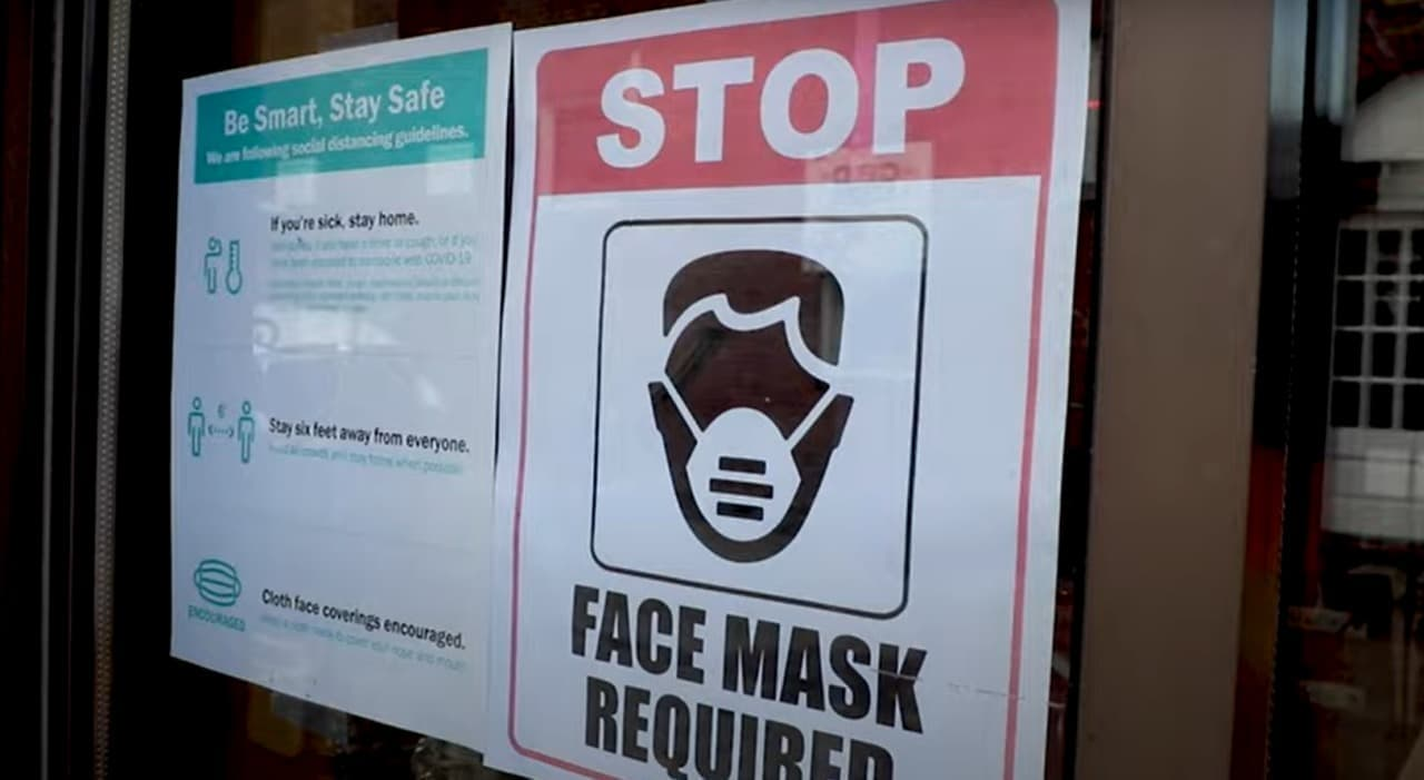 「しまった!マスクを忘れた!」ってときに便利なシャツ「Coro-neck」