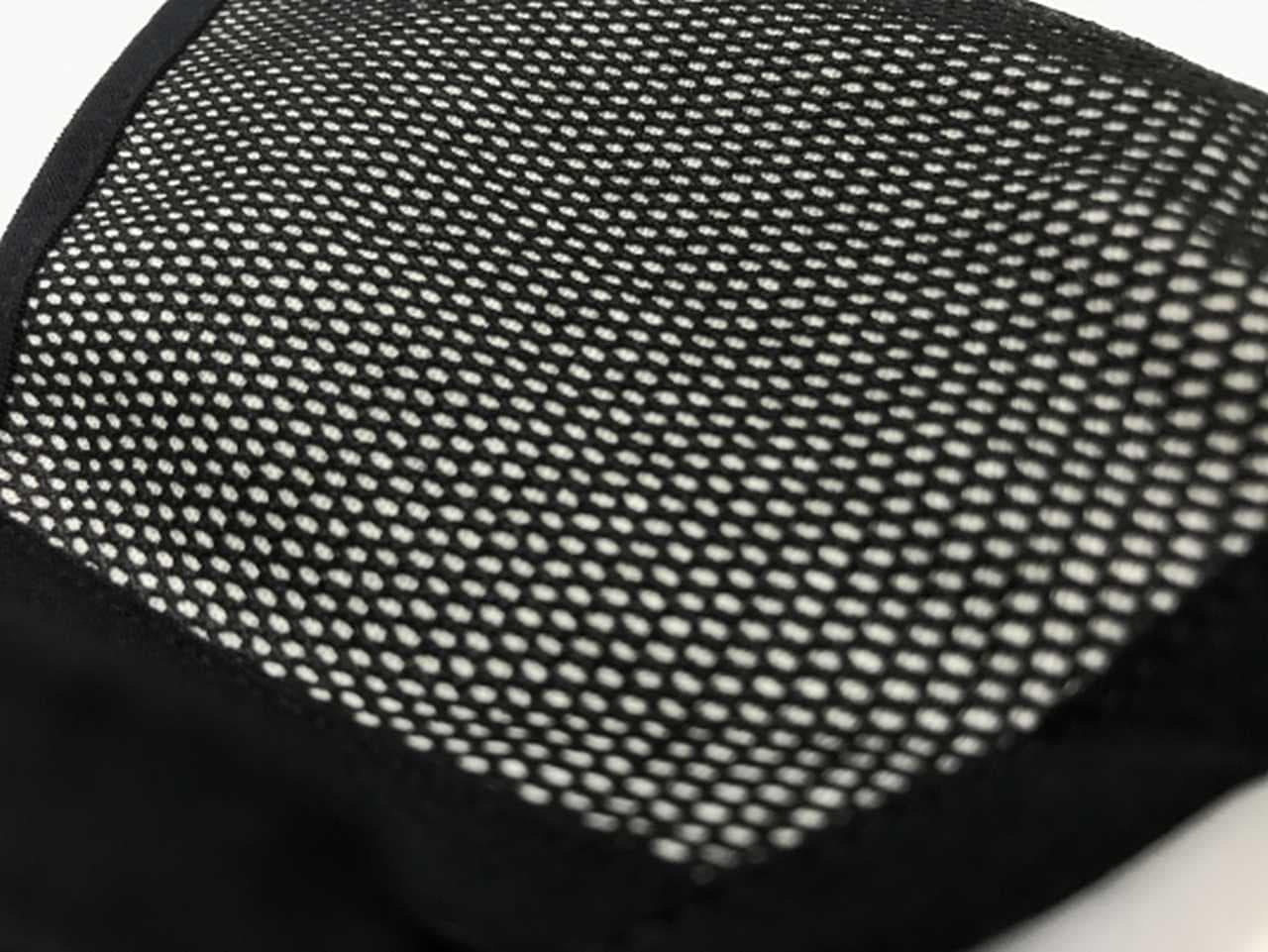 メッシュとジャージの2層構造で通気性抜群のスポーツマスク「ミッセーラパラファインひんやりスポーツマスク」